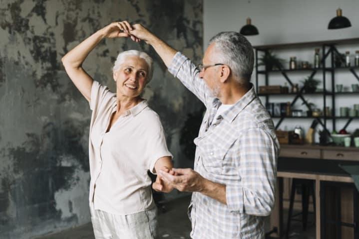 Dansend paar, Relaties, leunen of rechtstaan