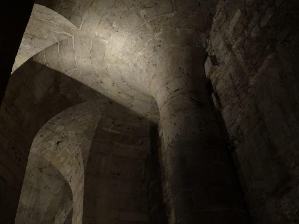 Chartres - crypte, hoofdpilaar