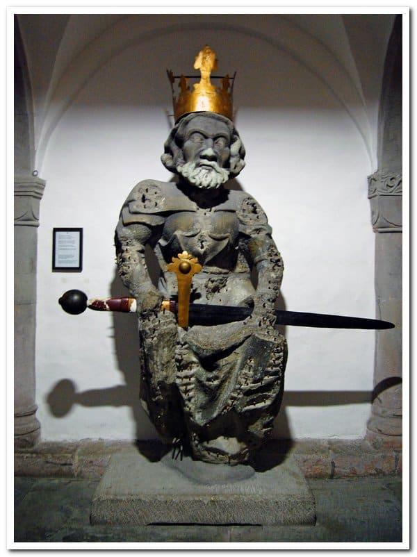 Standbeeld van Karel de Grote in de crypte van de Grossmünster van Zürich (1450)